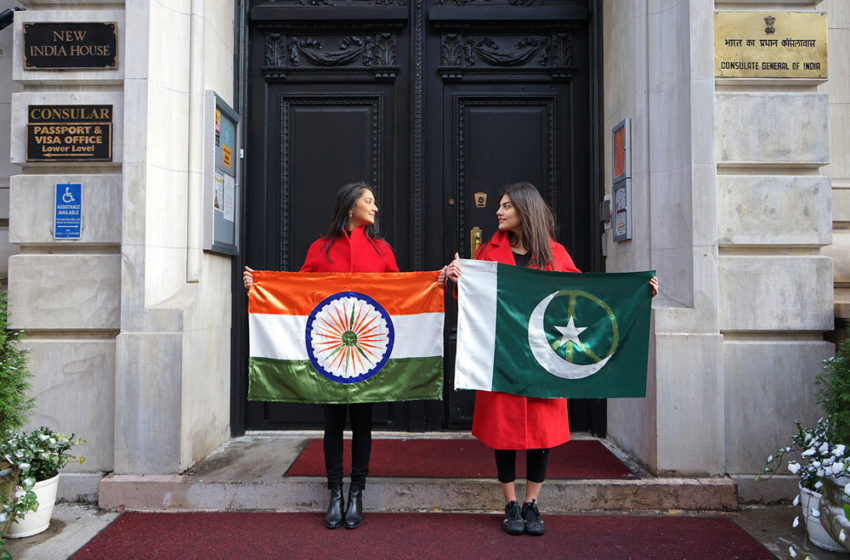 Pakistani Nashra with her Indian Friend Transformed the Flag Elements to Show Peace