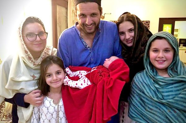 Shahid Afridi Blessed with 5th Baby Girl Congratulation Messages Pouring on Twitter