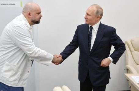 Russian Top CoronaVirus Doctor who Shook Putin's Hand Tested Positive with COVID-19